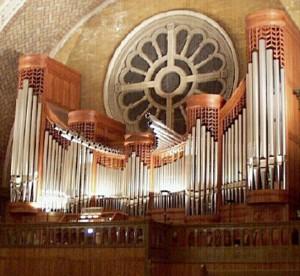 Huge organ, played well